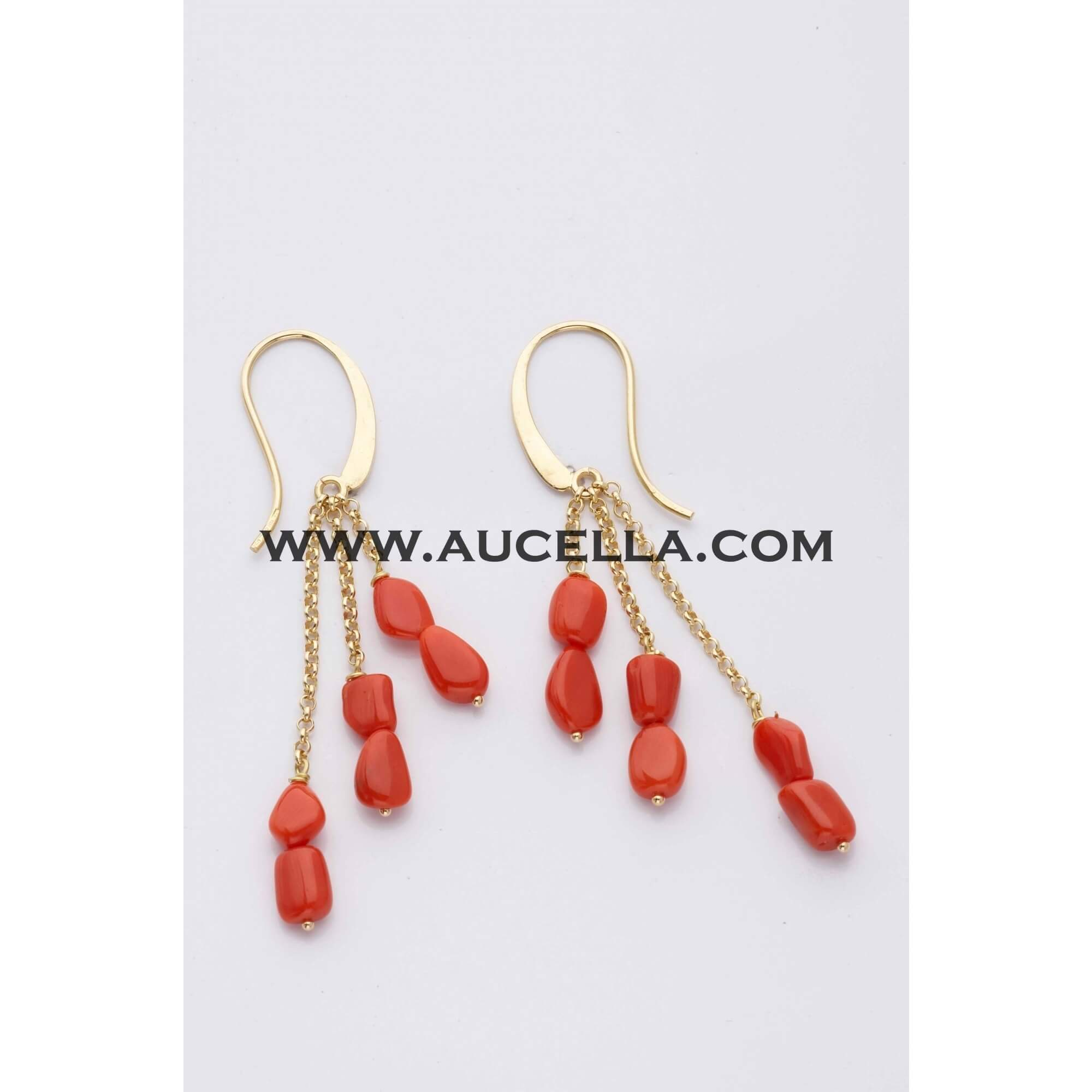 Necklaces set in gold with red natural coral